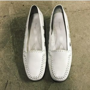 Vintage Carriage Court White Leather Loafers 8.5M